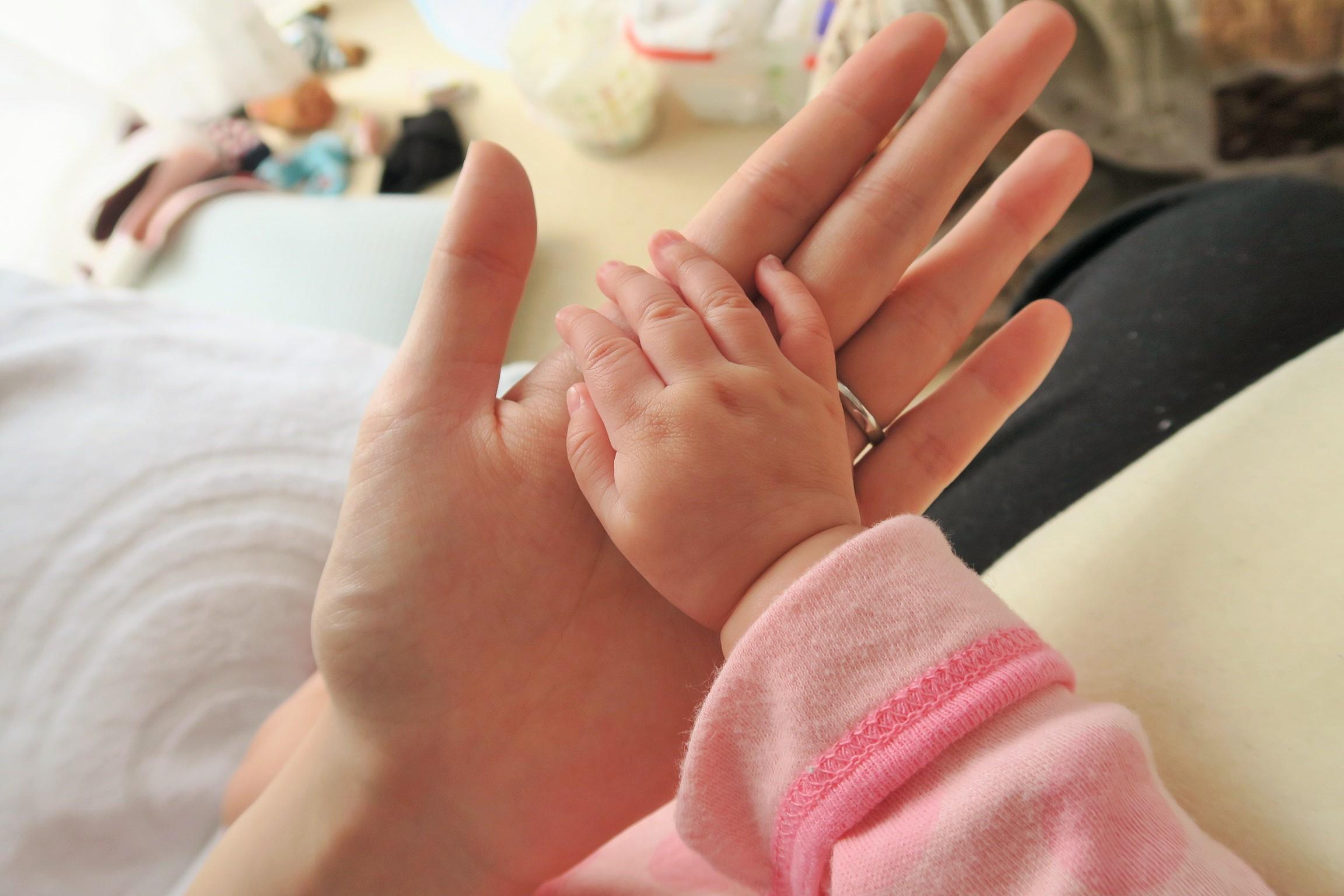子どもと親の手