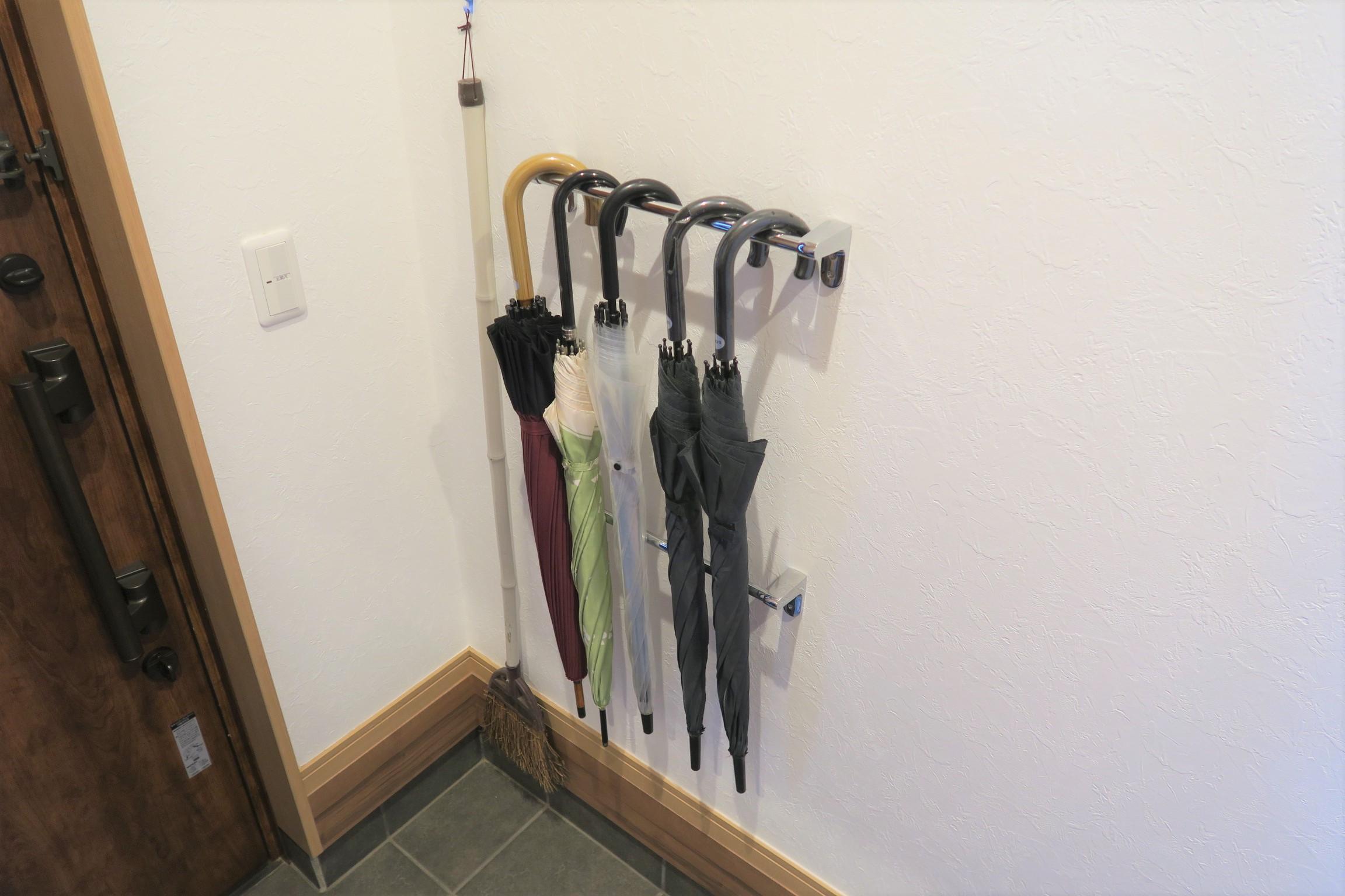 タオル掛け2本でできた傘掛け