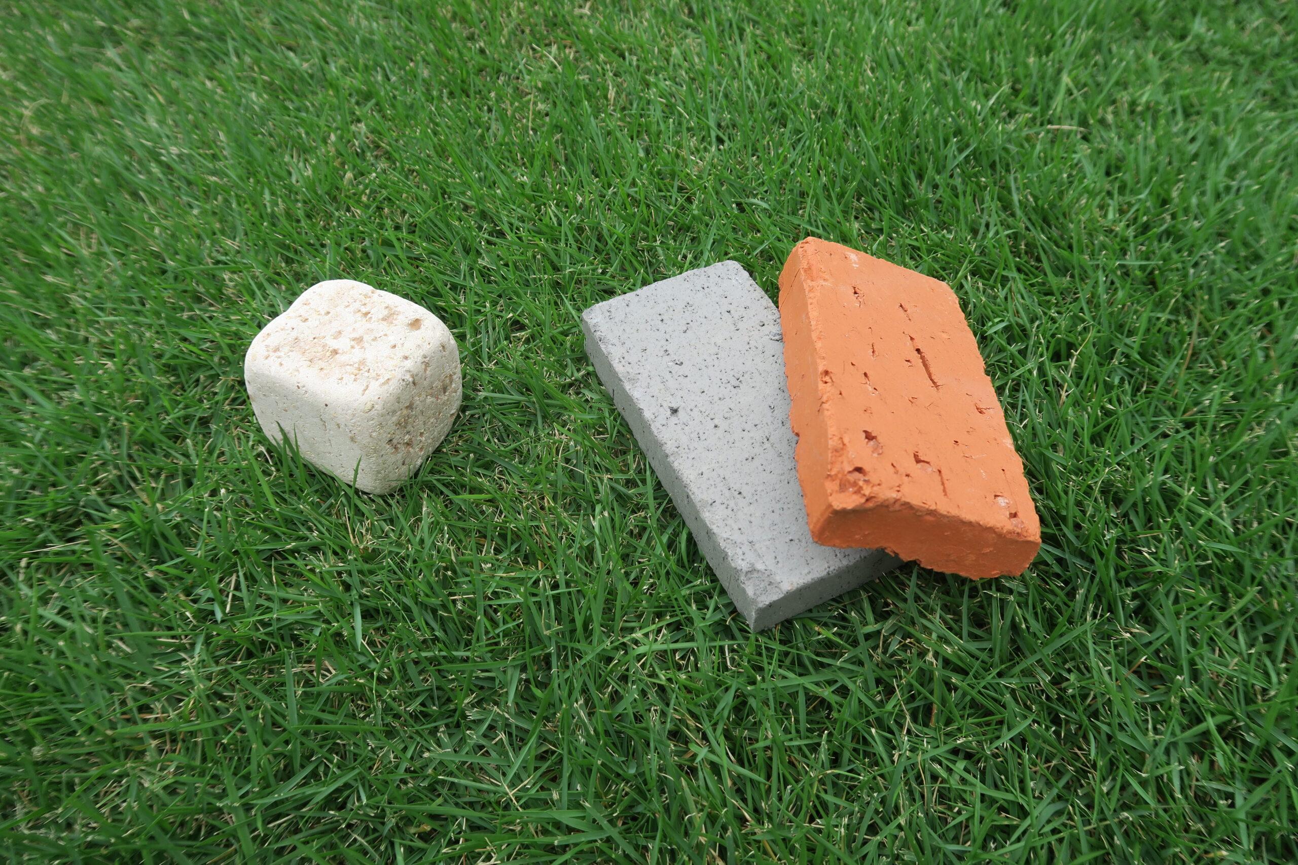 ピンコロ石とレンガ