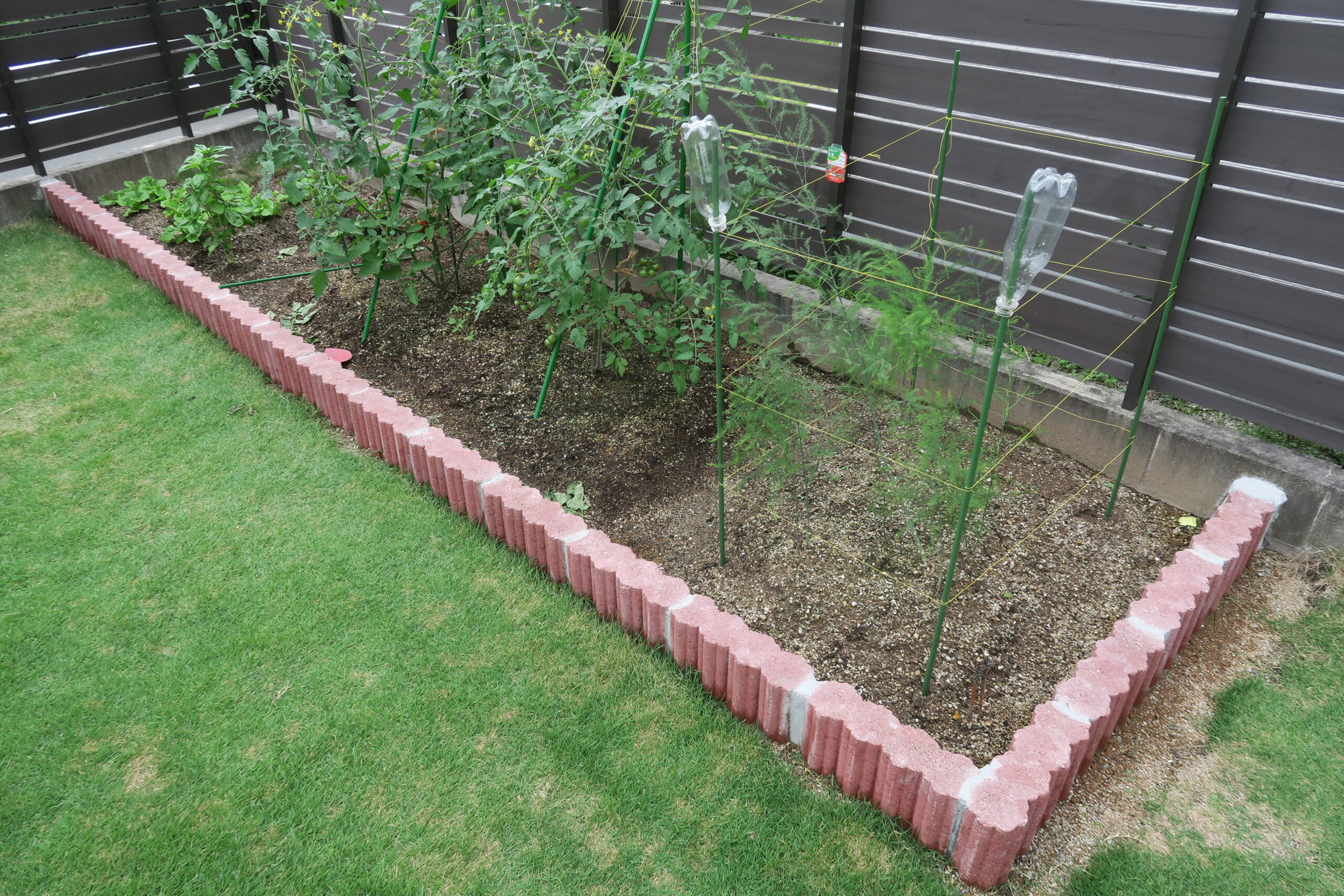 芝生を剥いで花壇を作る