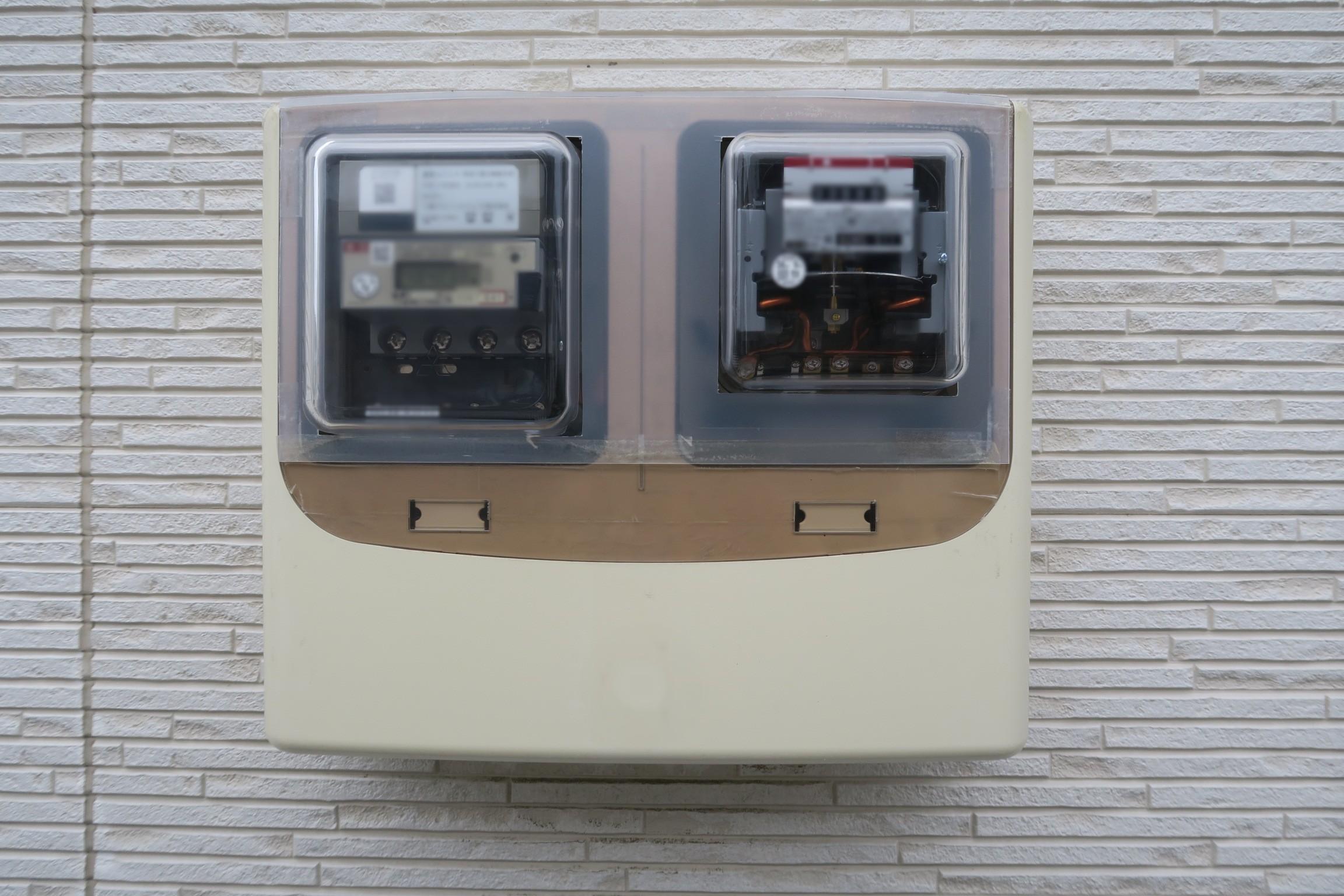 プラ板で塞いだ電気メーター